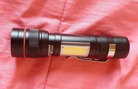 Zoomable Rechargeable flash light