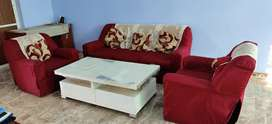 5 seater sofa looks like new well maintained