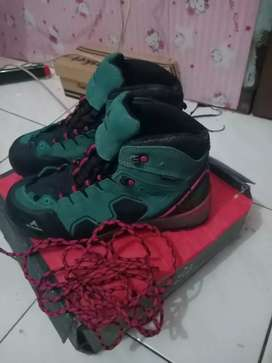 Sepatu gunung wanita Eiger  Walton Waterproof Original ukuran 39