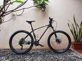 Sepeda Polygon Xtrada 6, Warna Hitam Laki Banget