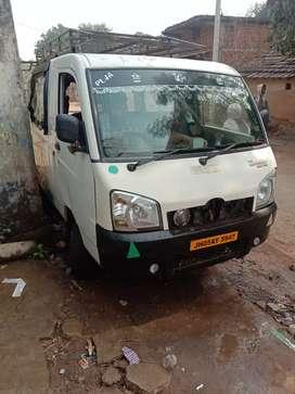 Mahandra maximo mini van