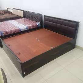 New queen size pure plywood double bed in direct factory price.