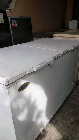 Dijual murah frezzer box uk.450 merk bream barang normal dan mulus