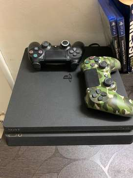 500gb PS4 slim with extra controller