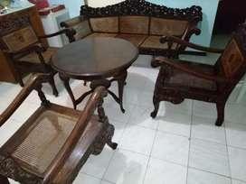 Satu set kursi tamu kuno