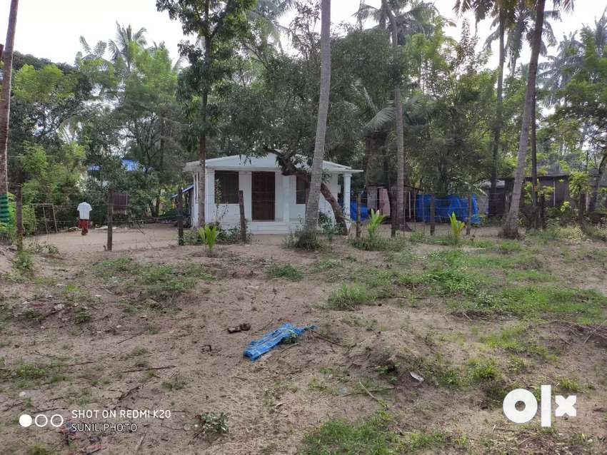 10 cent plot in cherai beach with small house (Authorised building no) 0