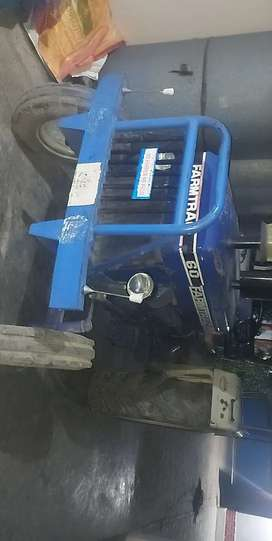 Tractor in good condition new tyer