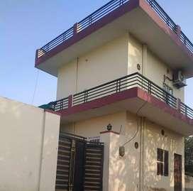 200 Gaj ka house hai prime location per