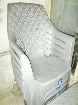 8 plastic Chair +2table for sale