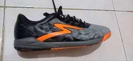 di jual sepatu futsal spescs baru sekali pakai ,ukuran 40, nego