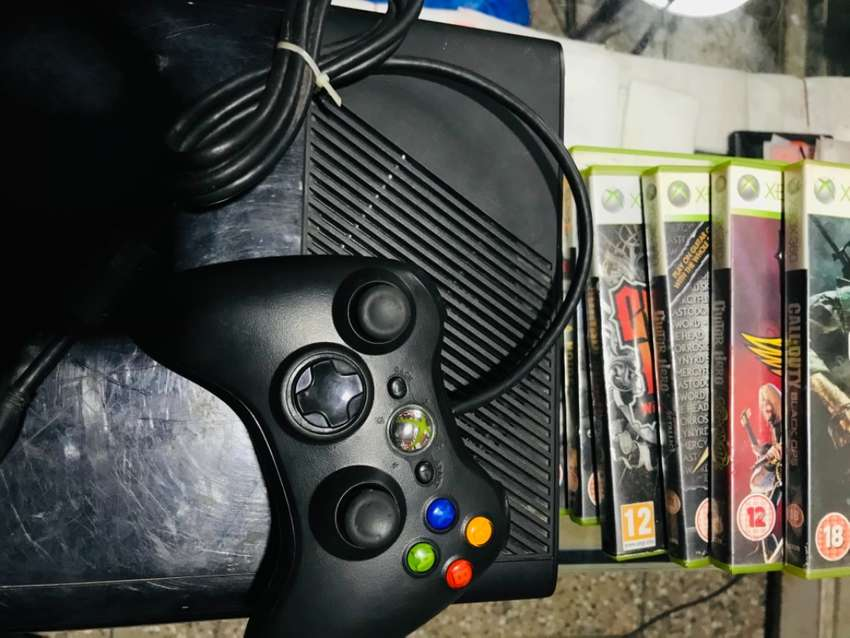 X-Box 360 Console with 6 Games CD & 1 New Handle