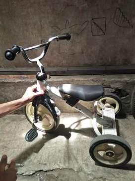 Sepeda anak roda 3 bekas