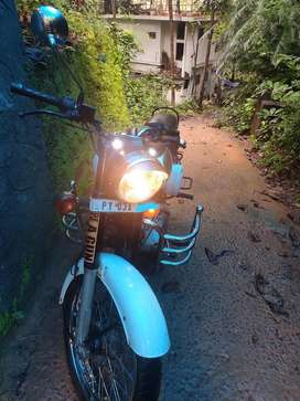 Royal Enfield Classic 350 bs4