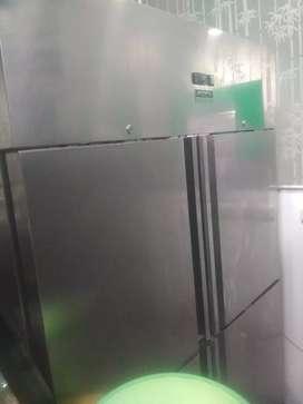 Di jula borongan kulka frizer 4 pintu ada 2 unit