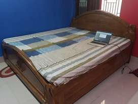 King size bed with box