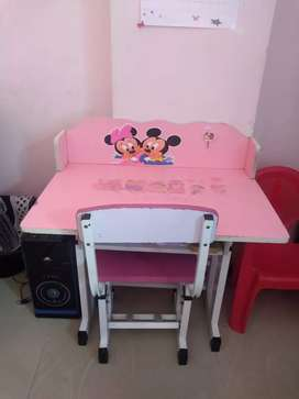Pink study table for kids