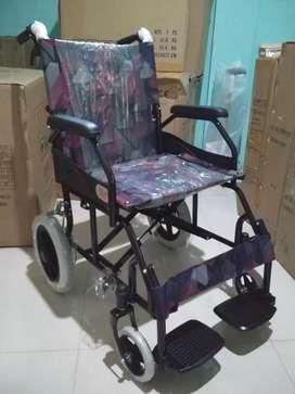 Kursi roda travelling hitam
