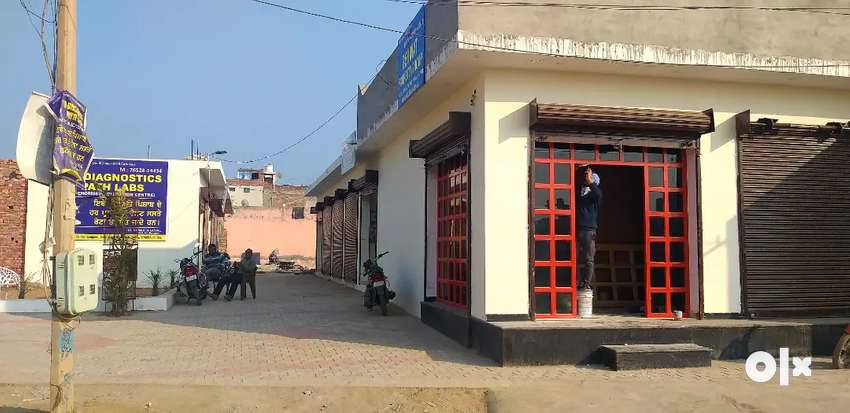 Cheap prices shop for sale at Rishi colony ,rate:3,90,000 per shop .
