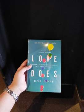 LOVE DOES: DISCOVER A SECRETLY INCREDIBLE LUFE IN AN ORDINARY WORLD