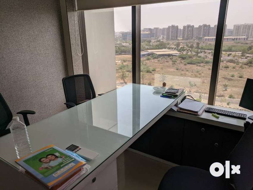 luxurious furnished office on rent located prim,e area