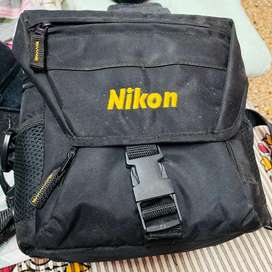 Not working Nikon D72 Body with Lens, Charger & Battery