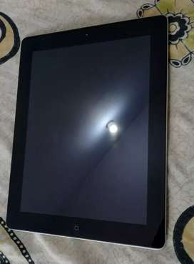 iPad 4 -16GB wifi only Good battery backup, No scratches
