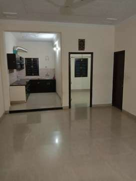 2bhk flat in very scenic location with covered parking
