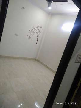 Dwarka sec 14/ 2 bhk / 10000 RENT / Bachlrs allowed
