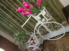 Solid iron flower holding stand cycle