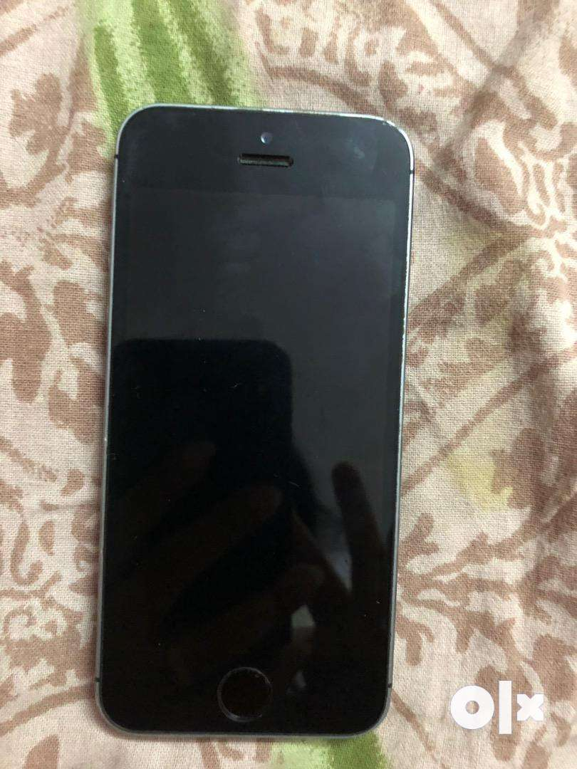 Iphone 5S in a very good conditon never damaged selling in jst 10000 0