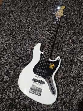 Bass Sire V3 Marcus Miller 5 String Jazz Bass White