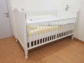 Preloved baby box/ baby crib babybelle Jumbo