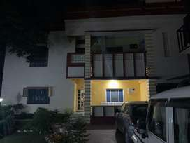 Main road facing 4bhk 1st floor for families only