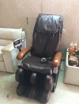 Massage chair4 years old. Perfectly working. Fabric can be changed