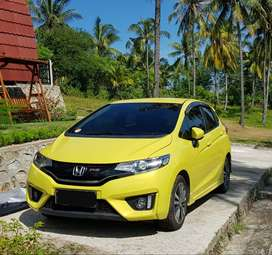 Honda Jazz RS/CVT Matic 2015 Kuning Mutiara, harga nego, KM rendah.