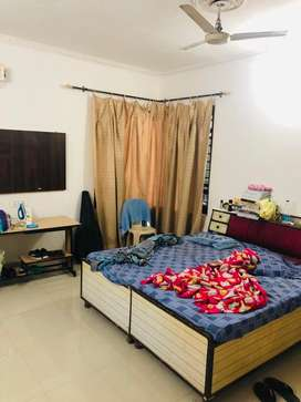 Fully furnish singal rooms avaialble on rent 5000/6000/7000 near busst