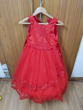 Party wear branded frocks Used in very good condition for 4-7 yr Girls