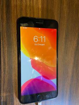 Iphone 7 plus (Black) 32 gb with charger