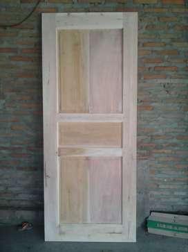 Pintu kayu mahoni
