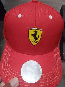 Topi Ferrari merk Puma warna merah