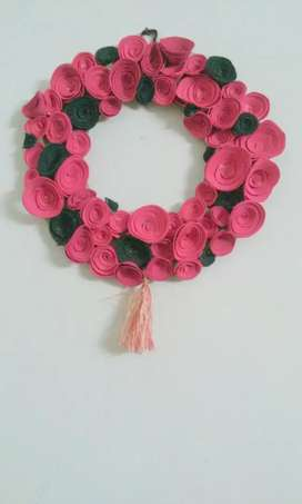 Its wall hanging flower frame