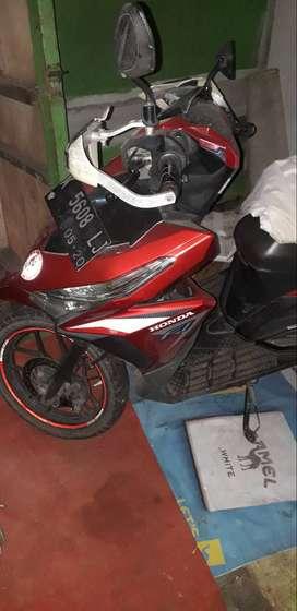 Honda Vario FI 125 Warna Merah