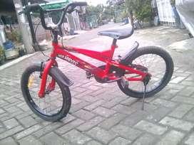 Sepeda WimCycle BMX Ukuran 18 Inch