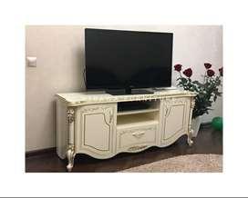 Meja TV Ukir Untuk Ruangan Kecil