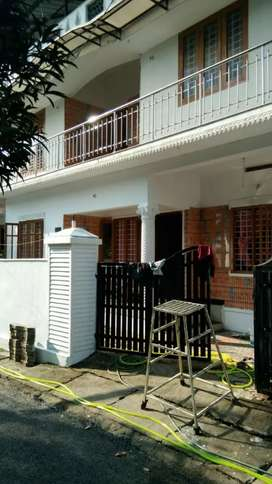 3.25 cent 1760 sqft 5.bhk house at vennala eroor road