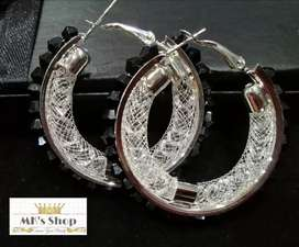 #Black and #Silver #Round Style #Earings..