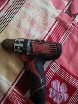 Cordless drill milwaukee 12 v full ok hy or charger orignal