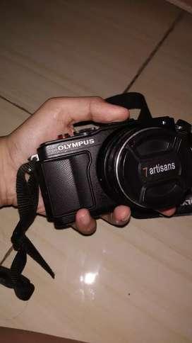Olympus EPL6 mirrorless + lensa 7artisans