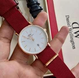 Jam tangan wanita Daniel Wellington strap canvas merah