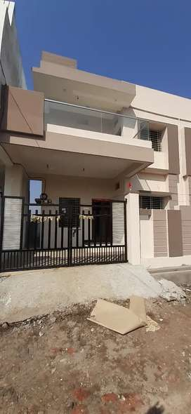 Newly constructed 3BHK duplex bungalow for rent.
